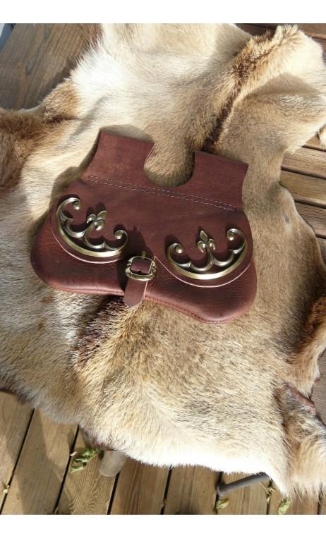 Escarcelle cuir avec décoration médiévale